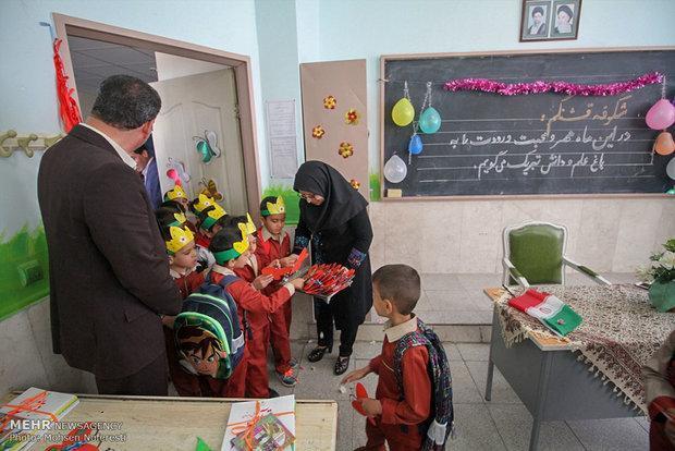 جشن شکوفه های حسینی با 11 هزار کلاس اولی در استان سمنان برگزار گردید
