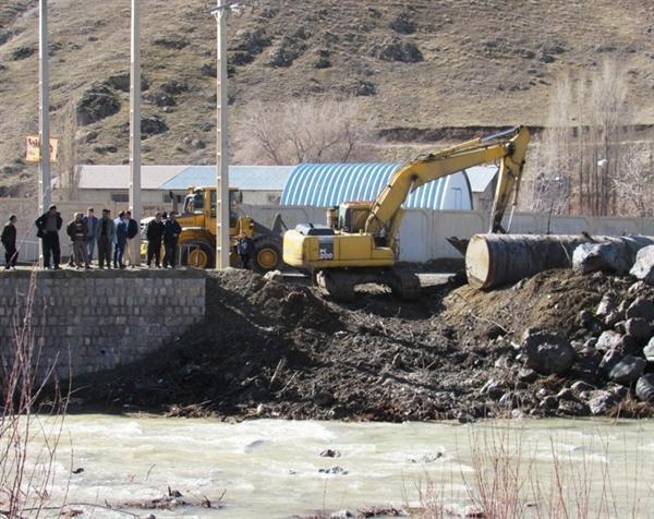 مراحل بهسازی و مرمت پل تاریخی شیخ سنندج شروع شد