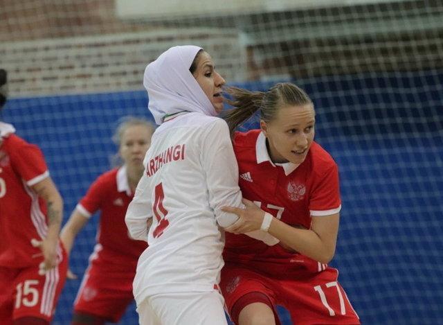 مربی تیم ملی فوتسال بانوان پس از شکست برابر روسیه: روی اشتباه گل خوردیم، هماهنگی زیادی نداشتیم