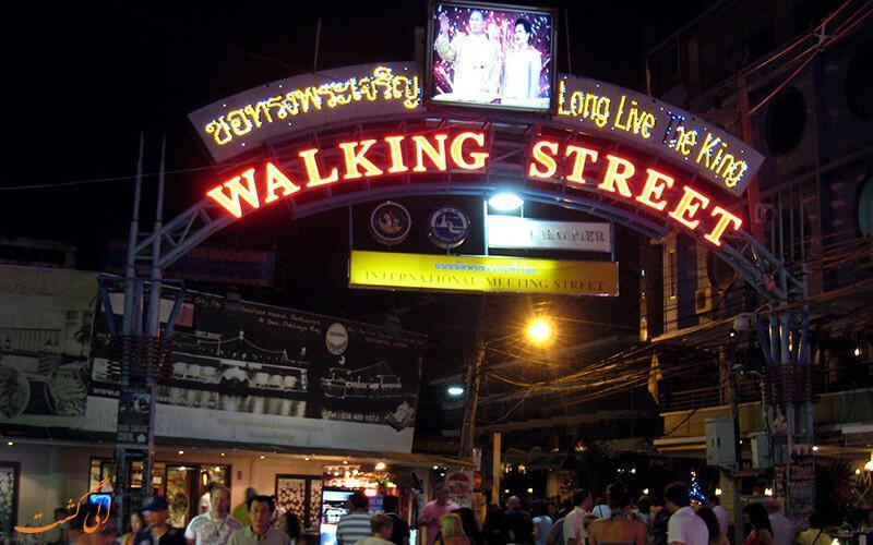 خیابان شلوغ و سرزنده تایلند