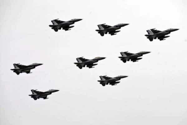 حملات هوایی نیروهای حفتر علیه پایتخت لیبی