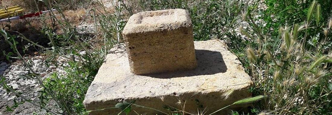 پایه ستون سنگی تاریخی منحصربفرد در مهاباد کشف شد ، آثار یک مسجد قدیمی که حیاط خانه یک روستایی