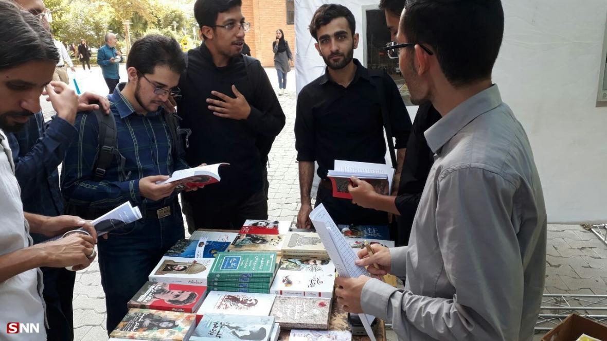 نمایشگاه کتاب با موضوع دفاع مقدس و محرم در دانشگاه شریف شروع به کار کرد