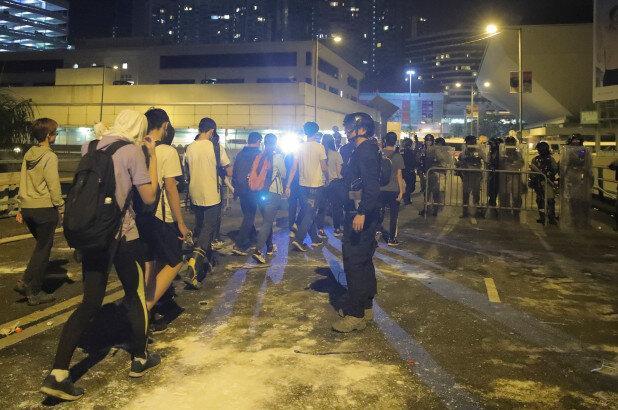 احضار سفیر آمریکا در چین برای توقف مداخله در مسائل هنگ کنگ