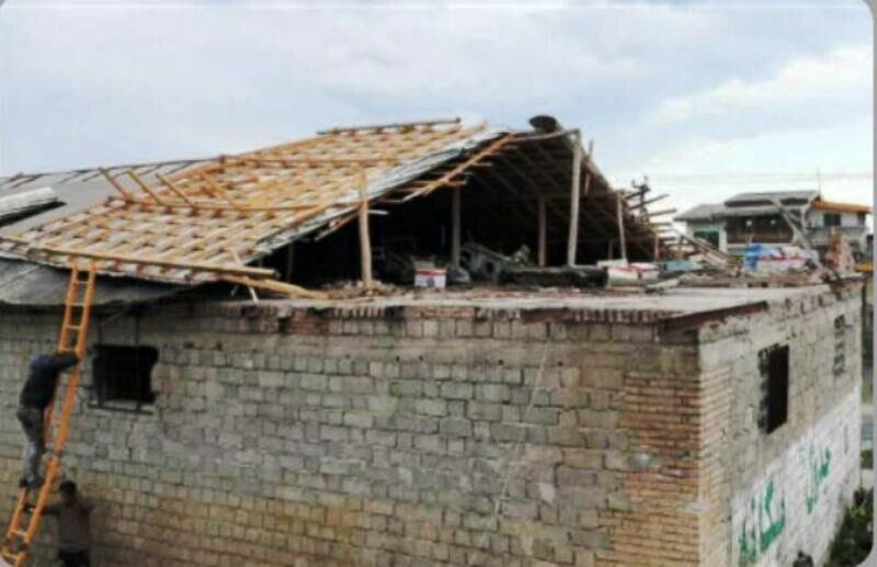 تندباد به 27 خانه در روستاهای رامسر خسارت زد