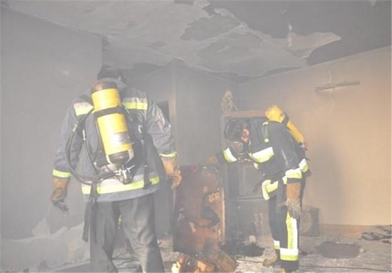 مهار آتش در طبقه سوم یک ساختمان مسکونی در بجنورد