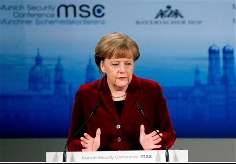 مرکل: یونان طی 3 سال 82 میلیارد یورو وام دریافت می نماید