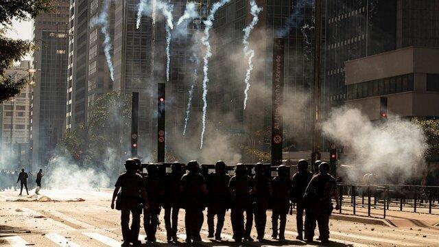 معترضان ضد بولسونارو با گاز اشک آور سرکوب شدند