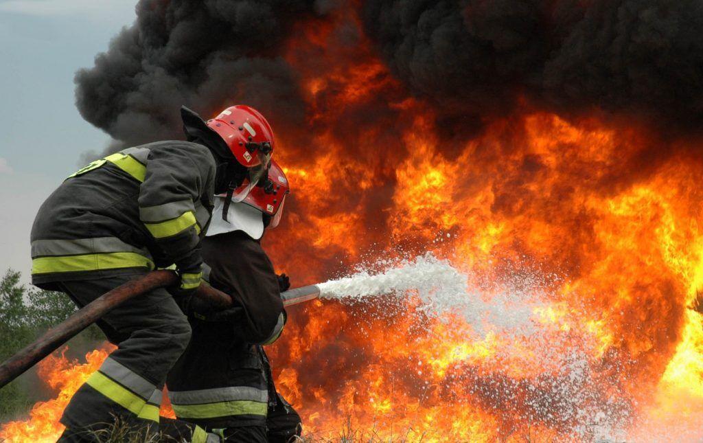خبرنگاران نجات 35 نفراز میان دود و آتش یک مجتمع مسکونی در اهواز