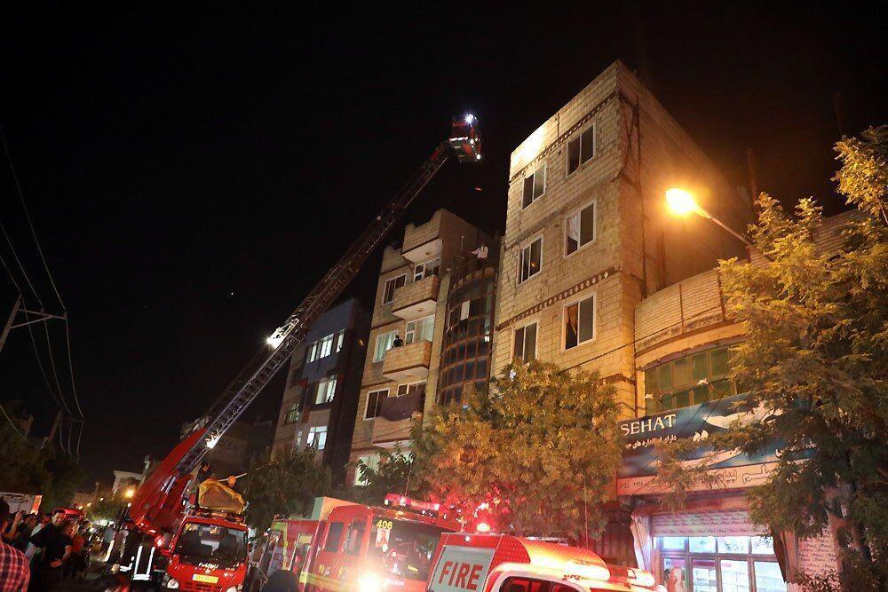 خبرنگاران یک آپارتمان مسکونی در مشهد دچار آتش سوزی شد