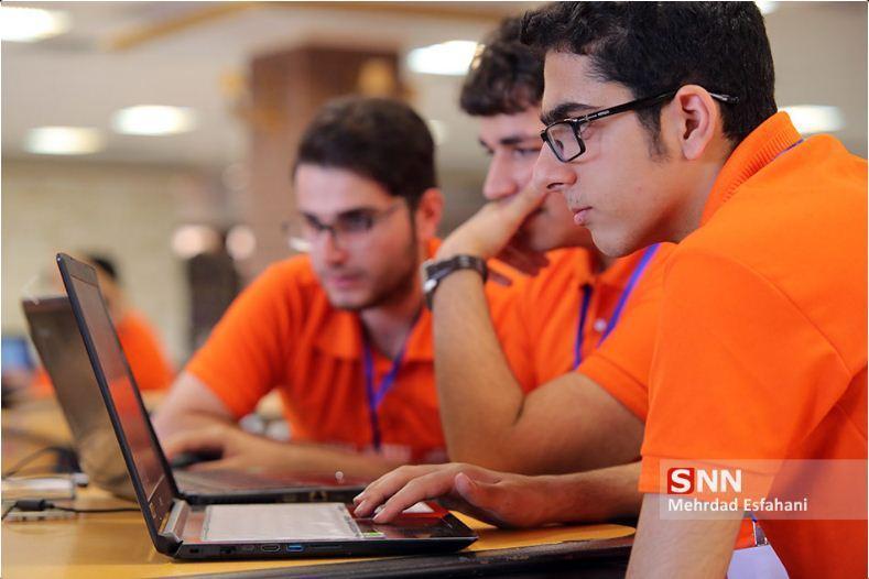 دانشجویان دانشگاه آزاد لاهیجان مقام دوم ارزیابی انجمن های علمی را کسب کردند