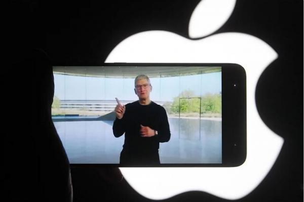 مخالفت کارمندان اپل با بازگشت به محل کار